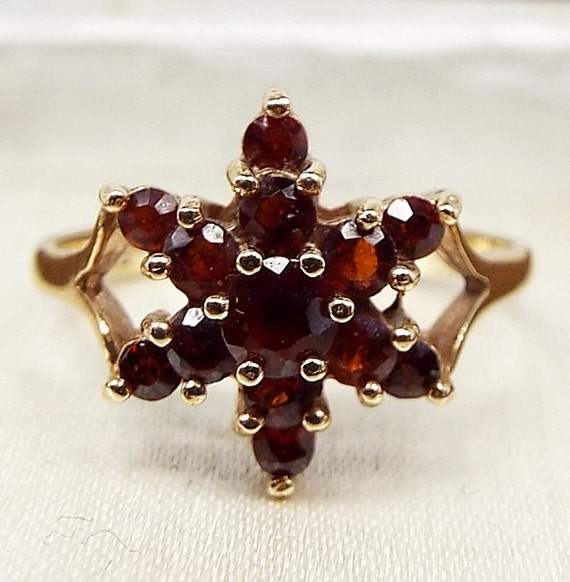 Vintage / 1969 9ct Yellow Gold Red Garnet Cluster Star Ring January / Size L 1/2