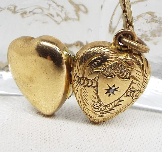 Vintage / Engraved Leaves Gold Love Heart Diamond Chip Photo Locket Necklace
