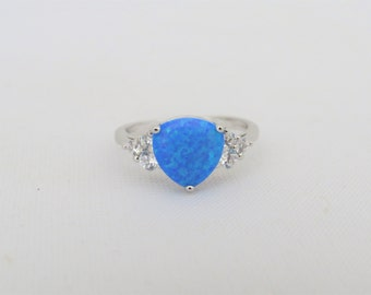 Vintage Sterling Silver Trillion cut Blue Opal & White Topaz Ring Size 5