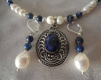 An Elegant Silver Sapphire Necklace Set*****.