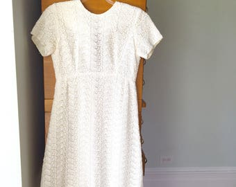 Vintage White Lace Mini Dress, Size Small, 1960's mod, ivory short sleeved lace dress