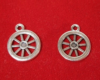 "BULK! 15pc ""wagon wheel"" charms in antique silver style (BC31B)"
