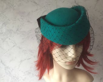 Beautiful Emerald Green Authentic Vintage Wool Pill Box Hat * Pristine