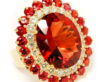 Vintage Garnet Cocktail Ring with Diamond's & Garnet's in 14kt Yellow Gold 25.50ctw