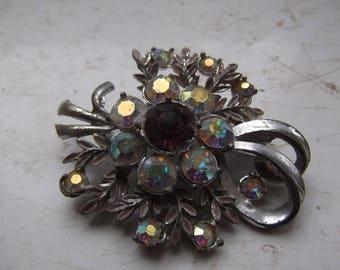 Vintage costume jewellery brooch - floral