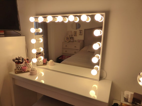 Deluxe vanity mirror extra large hollywood by crafterscalendar for Miroir hollywood ikea
