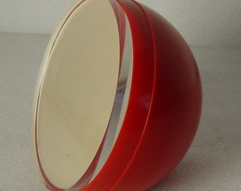 ballshaped red vintage 70s Pop Art photo frame to put at a table