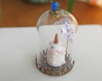 collier sautoir ou globe décoratif en verre Hubert mon hamster licorne et son moulin à vent