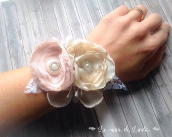 Coursage/wrist band/corsettiera shabby chic romantic rose-ivory white