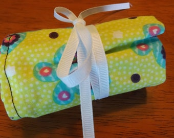 Green Floral Crayon Roll Up
