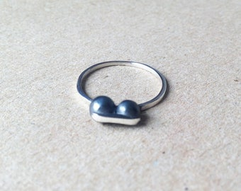 P09-Sterling silver ring and black oxidized balls.