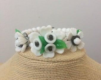 1940 glass flower bracelet