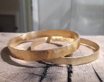 Gold hammered bangle bracelet, minimalist bracelet, basic gold bangle, gold bridal stacking bracelet, simple gold bracelets, gift for women