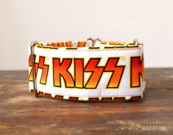 Martingale dog collar model Kiss. Adjustable and handmade with 100% cotton fabric. Kiss logo, rock. Fruity style. Wakakan