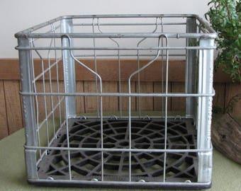 Vintage Borden Dairy Wire Milk Bottle Crate Dairy Metal Storage Bins Industrial Salvage Farmhouse Rustic Home Decoration Garage Storage