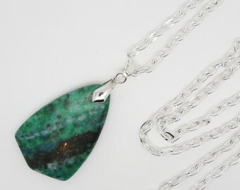 Pendant, Green Pendant, Agate Pendant, Gemstone Pendant, Green Gemstone, Green Agate, Green Necklace, Banded Agate Gemstone, Green Agate