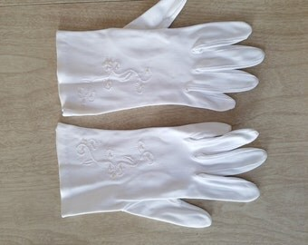 Vintage White Ladies Gloves with Seed Pearl Beads Made in Western Germany--Wear Right--Seed Pearls Embroidered