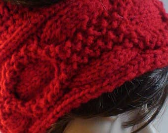 Cables and wreath Messy bun hat Pattern