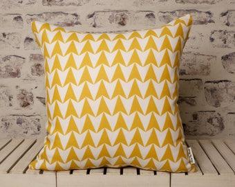 mustard geometric cushion, triangle cushion//geometric cushion//geometric pillow//Mustard and white cushion//mustard and white pillow