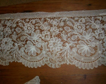 Gorgeous hand done lace 1800s  beautiful pattern
