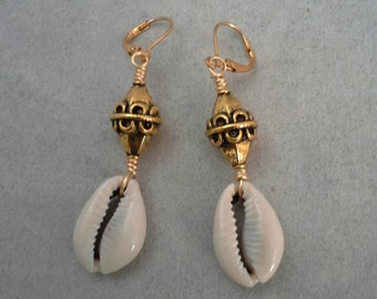 Cowrie Shells Earrings,Wire Wrapped Earrings,  Dangle Earrings, Wire Art