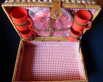 Vintage picnic hamper, picnic basket, with dishes in mint condition wicker