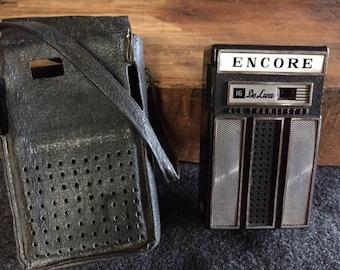 Vintage Encore DeLuxe transistor radio