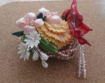Thumb filigree bouquet brooch