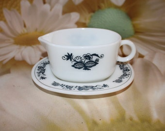 Vintage Pyrex Old Town Blue/Blue Onion Gravy Boat with Saucer