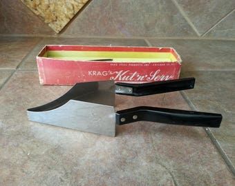 Very Nice Vintage Krag's Kut'n'Serv Combination Cake Cutter and Server, Kraf Steel Products, Inc. Chicago 12, ILL. Complete w/ Original Box