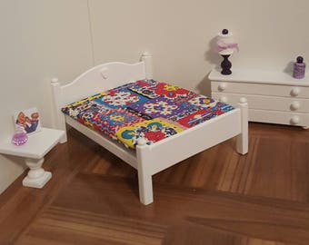 White Queen size 1:12 scale bed/ 1/12 scale doll bed/ 1/12 scale furniture/ 1/12 scale bedroom/ miniature bed/heart detail/ dollhouse bed