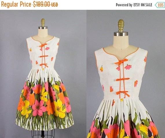 SALE 15% STOREWIDE 1950s cotton floral dress/ 50s border print sundress/ medium
