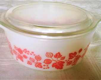 Vintage Pyrex Pink GooseBerry Round One And A Half Pint Casserole With Lid