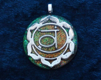 Sacral Svadhisthana Sanskrit 2nd Chakra-Tuning Blue Orgone 30mm Pendant 72 energy harmonizing crystals Quartz black cord / silver chain