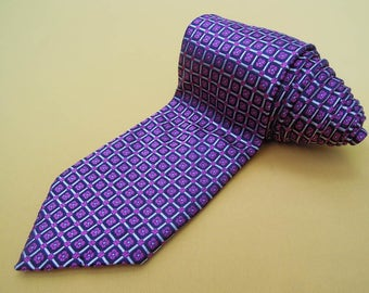 Barneys New York Tie Silk Floral Repeat Pattern Pattern Purple Vintage Designer Dress Necktie Made In Italy