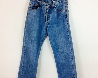 For example, in the W/L size system, a jeans size of 36/32 means that you have a waist of 36 inches and leg length of 32 inches. To know your corresponding size in US, EU or UK sizing systems, you need to refer to a jean size conversion chart.