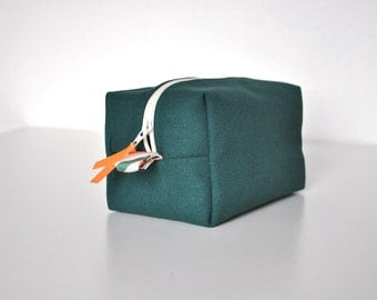cosmetic pouch, box purse, makeup bag, toiletry bag, cosmetic bag, box purse, travel case