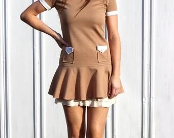Debbie's Diner Mini Dress: 1960s Vintage Cassee Petites Tan White Collared Hippie Mod Retro Pocket Tunic Mini Dress
