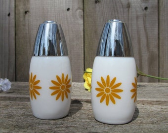 Retro Salt and Pepper Shakers, Milk Glass with Sunburst Daisy, Westinghouse Gemco, 1960's Vintage Home and Farmhouse Kitchenware