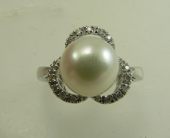 Freshwater White 9.6mm Pearl Ring 14k White Gold with Diamonds 0.12ct