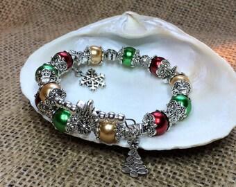 Christmas bracelet, beaded xmas bracelet, Christmas jewelry, xmas jewellery, holiday bracelet, secret Santa gift, stocking stuffer, Handmade