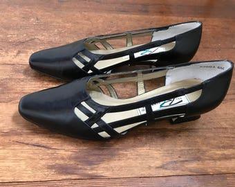 Vintage Black Minimalist Kitten Heels w/ Side Cutouts | 80s Heels | Black Leather Slip On Heels | Boho Chic Heels | Vintage Dress Shoes
