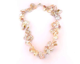 Keshis fresh water pearls necklace.