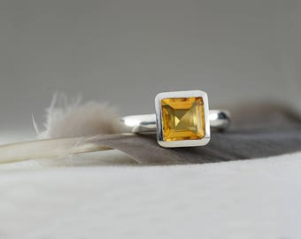 Citrine ring in 925 sterling silver-Large citrine ring-Trillion cut citrine ring-stackable ring-Ready to ship