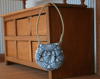 miniature purse, dollhouse miniatures, 1/12th scale, modern dollhouse, dollhouse miniature, blue fan design, openable, lined