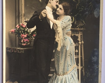 Dancing at the ball room * Lady held by the waist * French couple * Sweet romance * Undivided back postcard shipped 1905