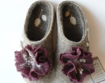 Burgundy flowers-Women's slippers-Natural wool-Felted slippers-Slip-on slippers