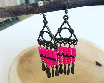 Triangle earrings carpet of pearls