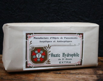 Pharmacy, old bandages, cotton wool, pansements, hydro fyle d'objects manufacture the 1950