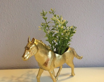 Demetri, the golden horse planter with realistic plant